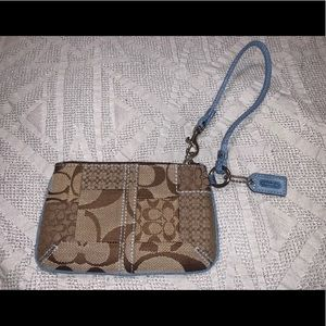 CLASSIC COACH WRISTLET WITH BLUE OUTLINE